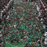 Protesters march during a rally in support of striking teachers in Palma, on the Spanish island of Mallorca, September 29, 2013.  Teachers have been going on an indefinite strike that took place since the start of the school year on September 16 in protest of a law promoted by the local government to implement trilingualism (Catalan, Spanish and English) in schools. Both teachers and Parents-Teacher Associations (PTAs) reject the way the program is going to be implemented. REUTERS/Enrique Calvo (SPAIN - Tags: POLITICS EDUCATION CIVIL UNREST)